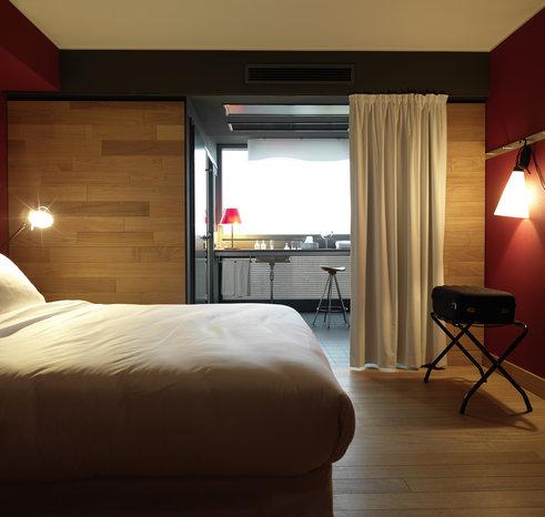 casa camper stylish boutique hotel in berlin mitte. Black Bedroom Furniture Sets. Home Design Ideas